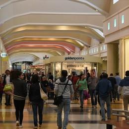 Bimba si perde al centro commerciale Paura a Curno, trovata da una guardia