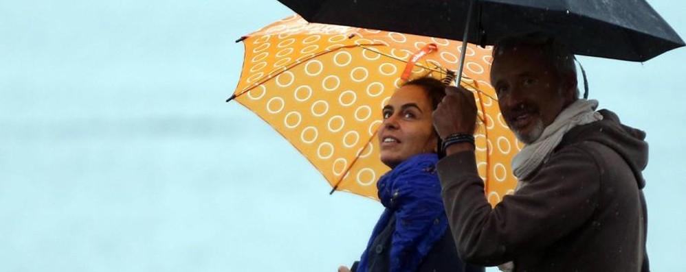 Pasquetta a Bergamo sotto la pioggia Da martedì temperature in aumento