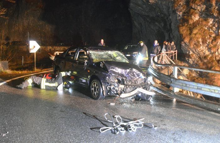 L'auto precipitata agli Orridi nella serata di Pasqua