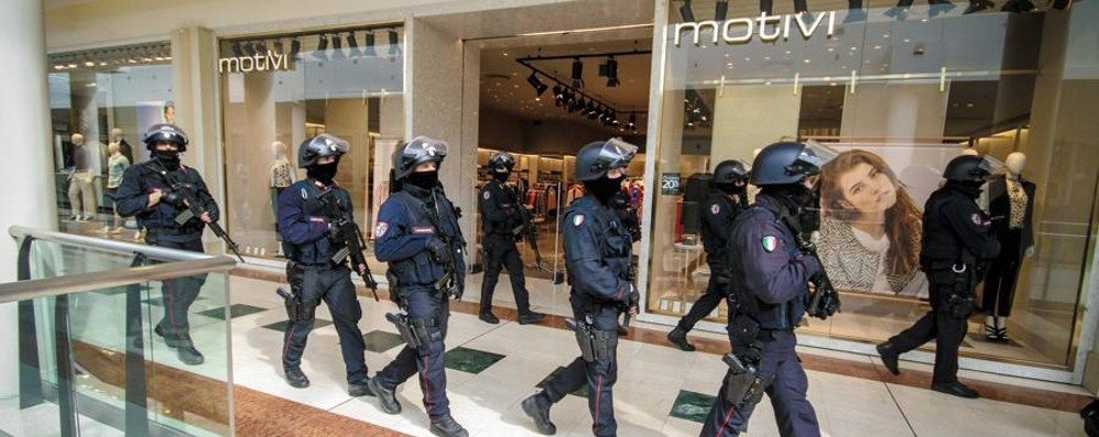 Antiterrorismo: aeroporto e Oriocenter sorvegliati speciali dai carabinieri del Sos