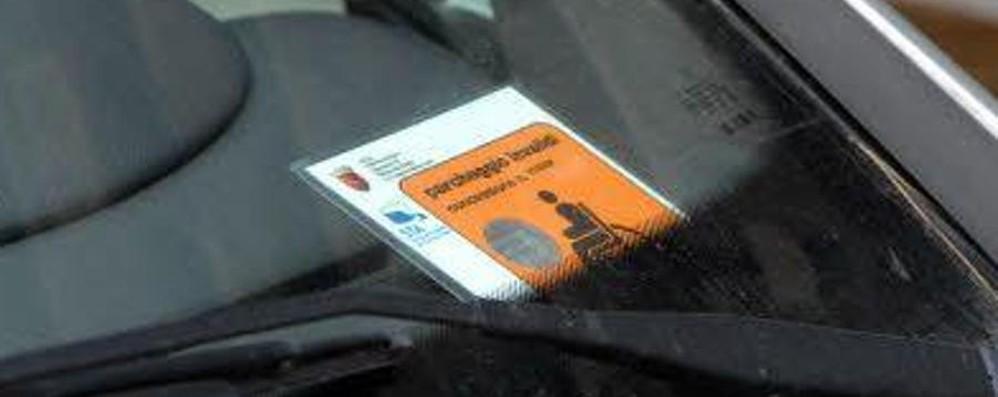 «I disabili possono lasciare l'auto ovunque» Lo dice il Comune, ma è sempre così?