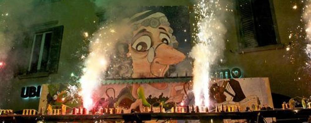 Piazza Pontida, il «Rasgàment» slitta a domenica sera dopo la sfilata