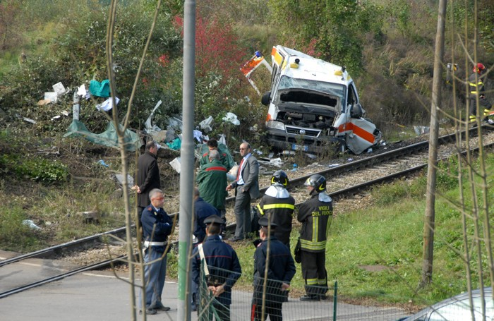 Il tremendo incidente al passaggio a livello di Pontida nel 2013