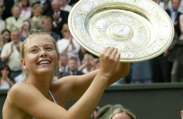 Il trionfo a Wimbledon di una Maria Sharapova giovanissima: era il 2004