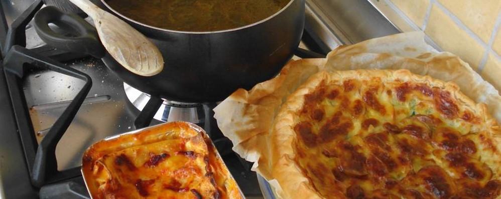 I nonni insegnano a cucinare ai ragazzi E i piatti vanno ai bisognosi di Monterosso