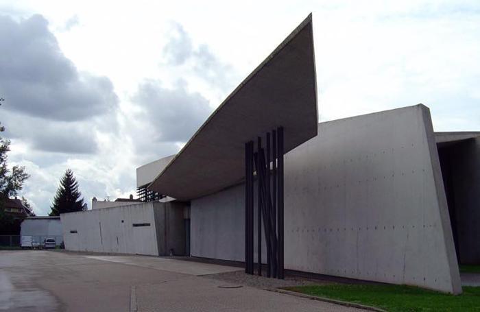 Zaha Hadid, Feuerwehrhaus (caserma dei pompieri), 1993. Il padiglione che la ospita è sorto accanto al Vitra museum di Weil am Rhein
