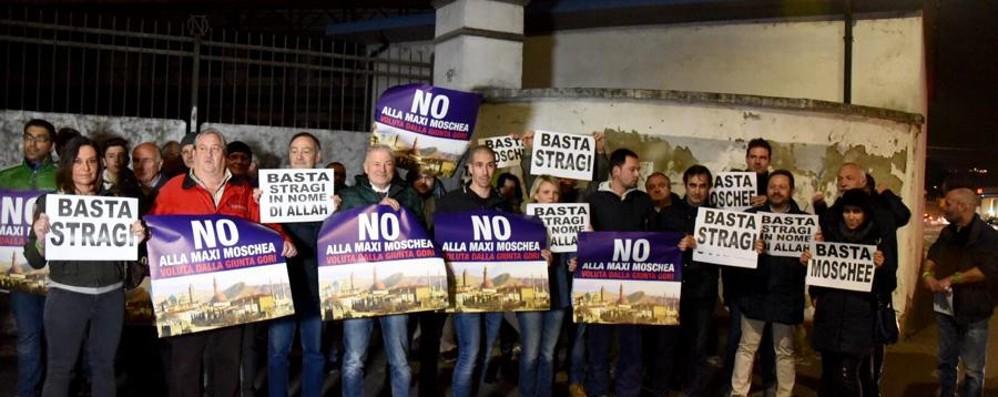 Lega, raccolta firme e referendum «per dire no alla maxi moschea»
