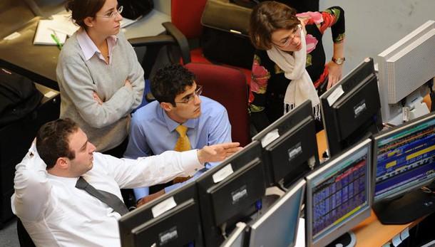 Borsa: Milano chiude a +1,2% con banche