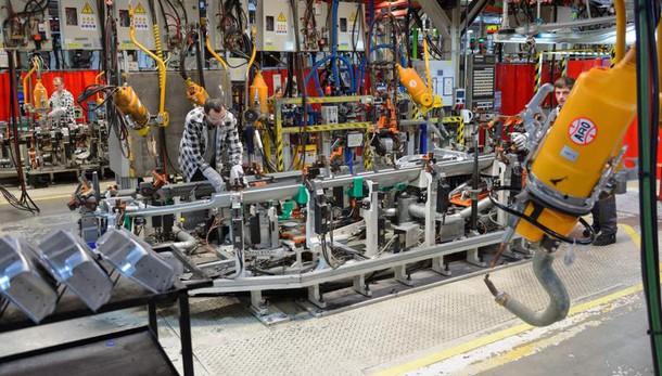 Calo produzione industria 0,6% su mese
