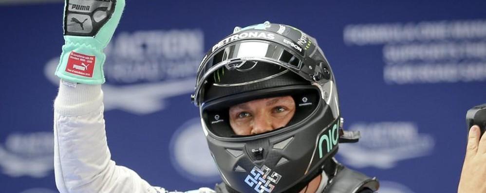 Rosberg in pole in Cina, 2ª fila Ferrari Disastro Hamilton, scatterà da ultimo