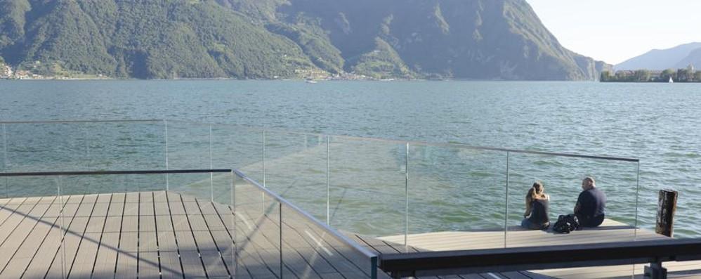 Lovere inaugura il nuovo lungolago «Un vero percorso nell'acqua»