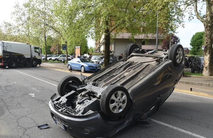 L'auto che si è ribaltata