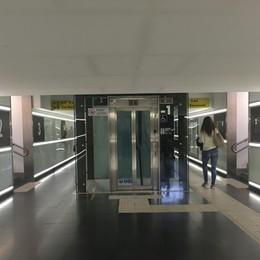 Ancora una foto degli ingombranti ascensori