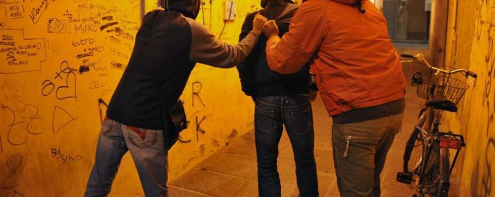 Rubano smartphone a 15enne Due arrestati a Stezzano