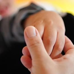 Un bambino autistico e un insegnante La madre: grazie per averlo preso per mano
