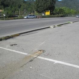 Auto sbanda e finisce contro un muro Palazzago, muore a  27 anni - Foto