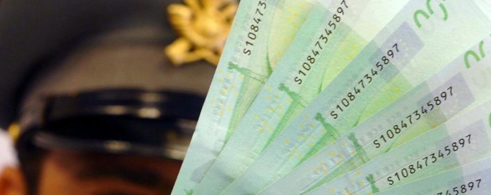 Come si riconosce una banconota falsa? Toccare, guardare, muovere e controllare