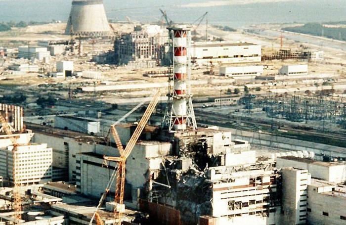 Una foto d'archivio mostra i danni all'impianto nucleare di Chernobyl