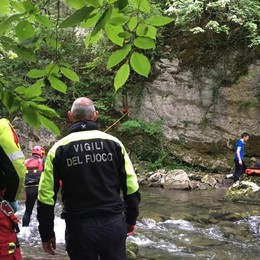 Cade vicino al torrente a Strozza  Soccorso in elicottero  - Foto/video