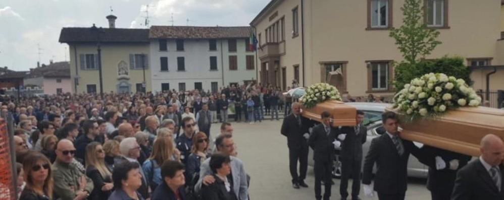 Mozzanica, l'addio a Daniele e Alessio Un paese intero ai funerali dei due giovani