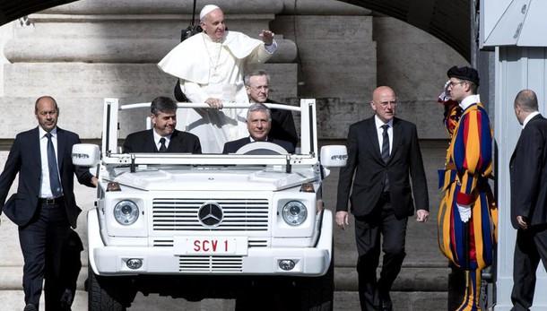 Papa: prossimo non è in base a nazione