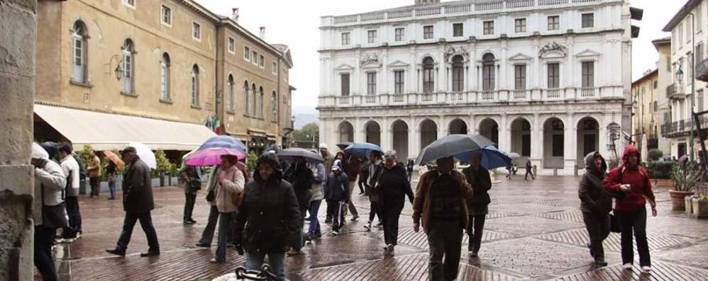 Piogge e temporali non sono finiti Ombrelli aperti anche per il 1° maggio