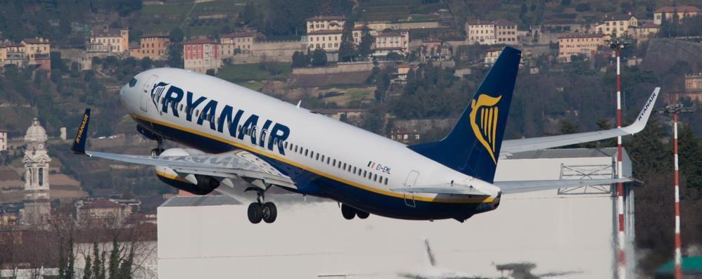Ryanair giovedì deve cancellare 100 voli Due riguardano Orio: da e per Barcellona