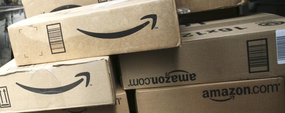 False recensioni online, linea dura Amazon porta in tribunale cinque siti