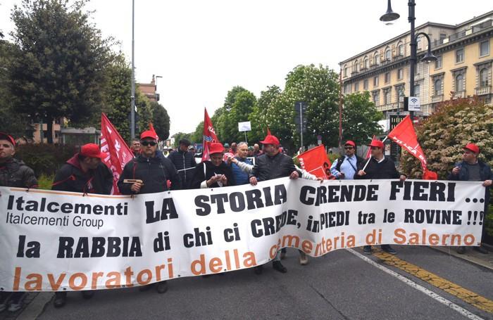Anche da Salerno per il corteo dei lavoratori di Italcementi
