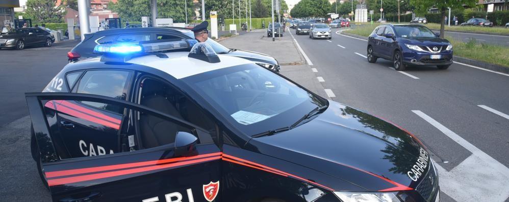 Pattuglie ed elicottero in via Carducci Scatta il blitz dei carabinieri - Foto/video