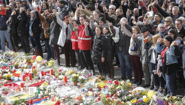 Bruxelles: in mille cantano a Bourse