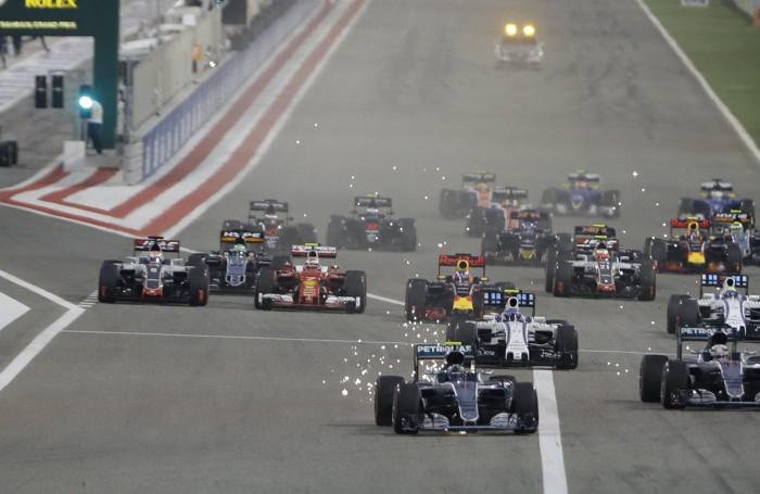 Nico Rosberg davanti a tutti in  partenza