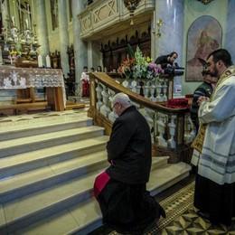 «Sacra Spina, segno della misericordia» Il grazie dei fedeli col vescovo - Foto/video
