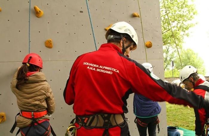 Le attività al campo base degli alpini alla Fara