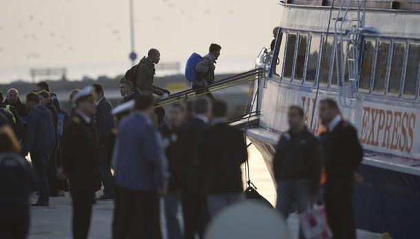 Migranti, al via primi rinvii in Turchia