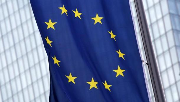 Euro in lieve calo a 1,1381 dollari