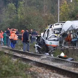 Morti sull'ambulanza investita dal treno Un anno e 8 mesi al capostazione - Foto