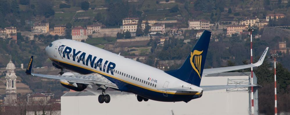 Sabato sciopero dei controllori di volo Orio, cancellati 22 voli di Ryanair