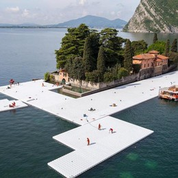 Nuovo fantastico video di Floating Piers La passerella prende forma - Foto