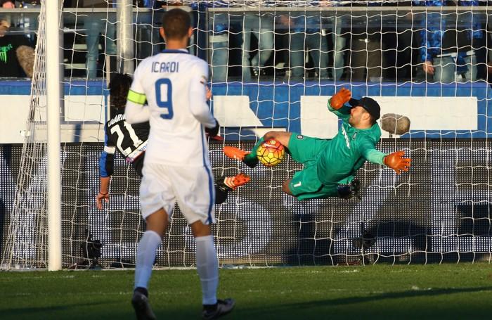 Handanovic paratutto in Atalanta-Inter 1-1 della 20ª giornata: qui neutralizza un tentativo di Cigarini