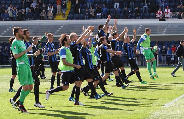 Festa dei giocatori  dopo la vittoria per 1-0 contro il Chievo che ha praticamente sigillato la salvezza alla 35ª giornata