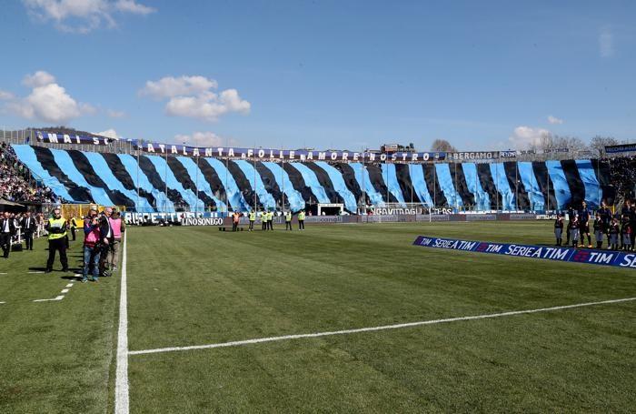 I tifosi dell'Atalanta al Comunale per il fondamentale match contro il Bologna, vinto per 2-0