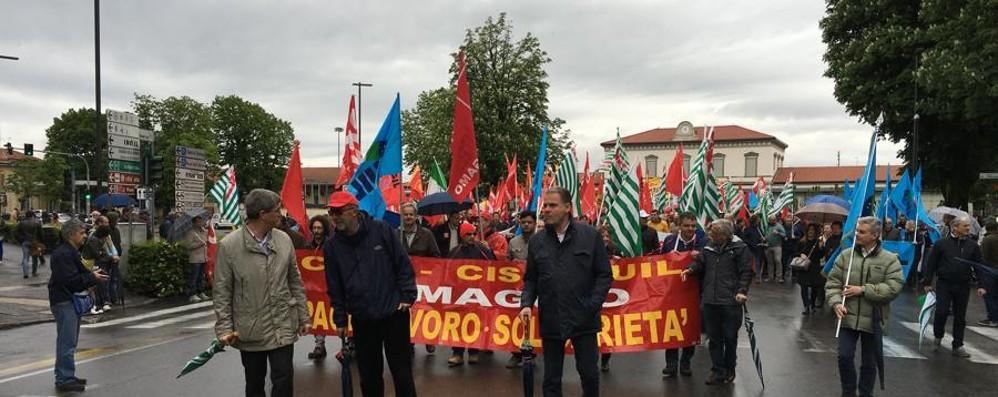Primo maggio, lavoratori in corteo «Non solo rito e retorica» - Foto e video