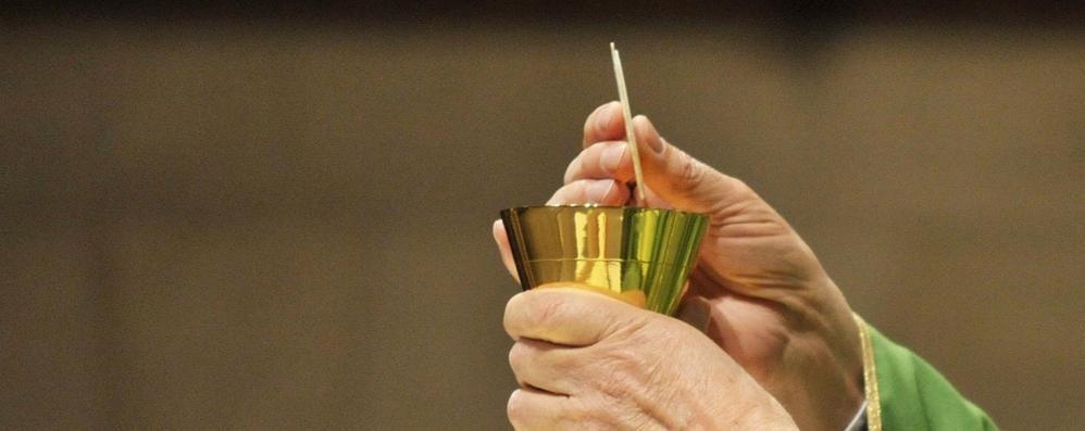 Sacramenti, ultimi segni di una fede che muore. Forse