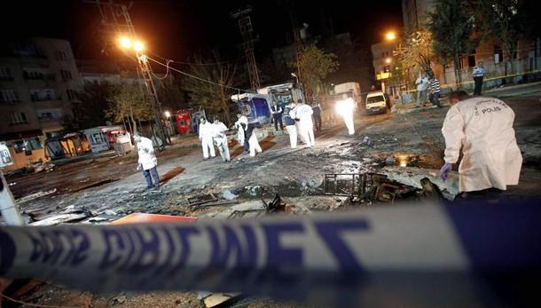 Turchia: bomba a sede polizia, 1 morto