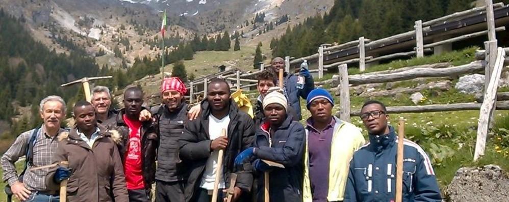 Lega alla Camera: «Agli italiani poveri le stesse risorse garantite ai profughi»