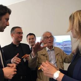 Christo impacchetta Raffaello per il Papa  E un video spiega i lavori della passerella