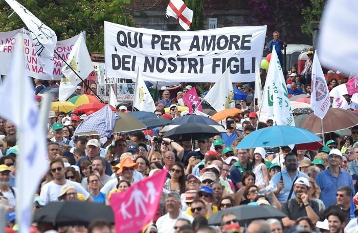 Una manifestazione di piazza contro le unioni civili