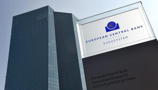 Cambi: euro in lieve calo a 1,1340 dlr