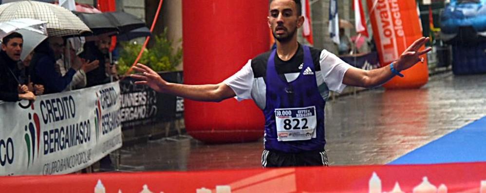 La pioggia non spaventa i Runners Madouh e El Kannoussi vincono la 10mila